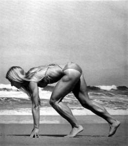 Olinekova croucing BW