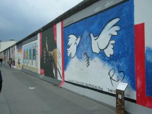 mauer-doves